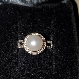 Jewelry - 💍Pearl & Diamond Ring💍